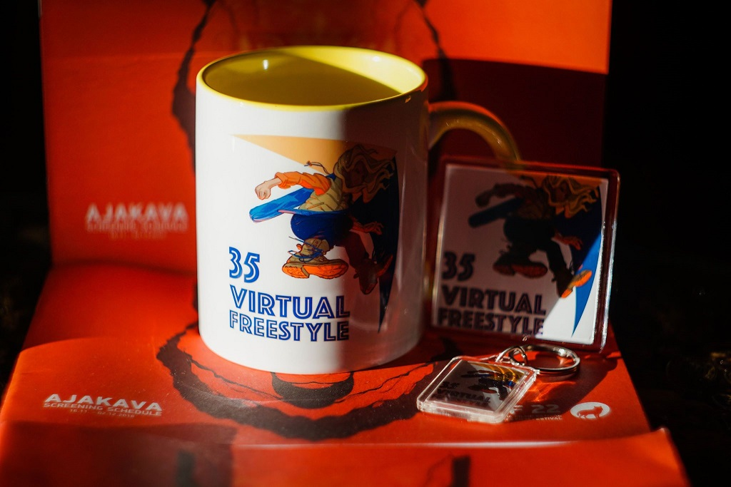 VF35 Mug and minor prizes